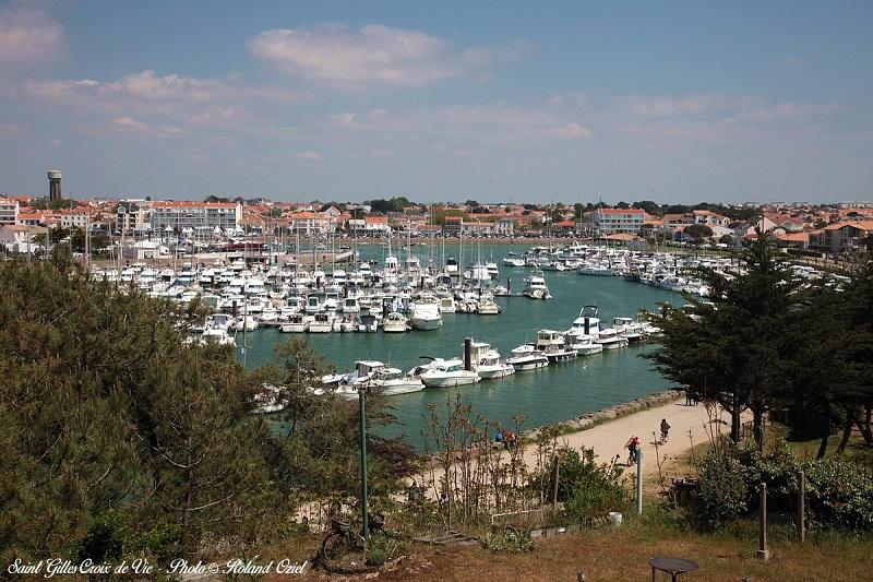 ville de Saint Gilles Croix de Vie et son port en Vendée