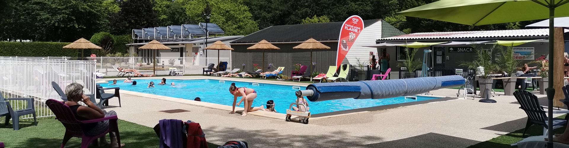 piscine extérieure du camping 3 étoiles à Aizenay
